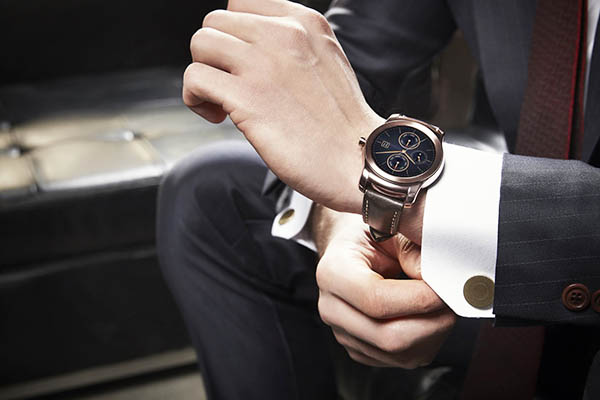 Cách đeo đồng hồ đúng cách -Cách đeo đồng hồ dây da