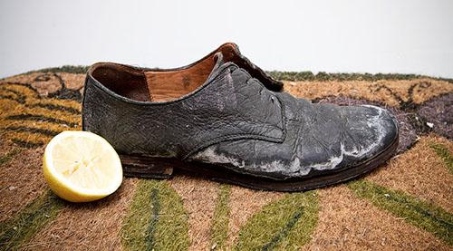 Giày da bị nứt, nổ, bong tróc