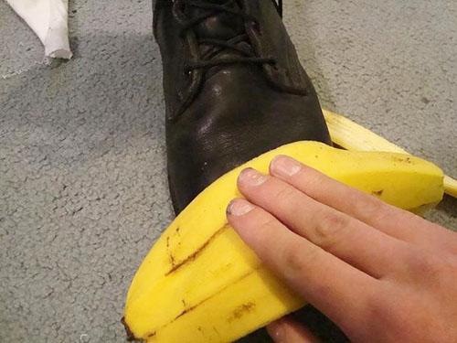 Cách vệ sinh và làm sạch bóng giày da