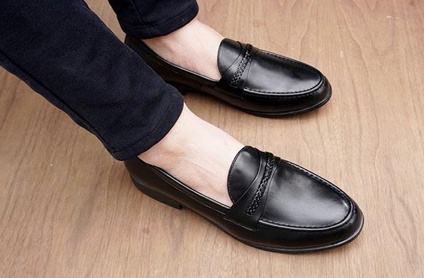 Cách phân biệt giày da thật và giả - Cách chọn giày da tốt