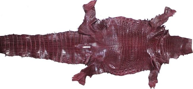 Sản phẩm dây đồng hồ của DODALC được làm hoàn toàn từ da cá sấu thật tự nhiên 100%.