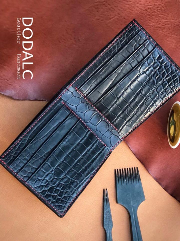 DODALC - Ví da nam handmade da cá sấu 001 - Cấu tạo 6 ngăn nhét thẻ cứng và 1 năng để tiền