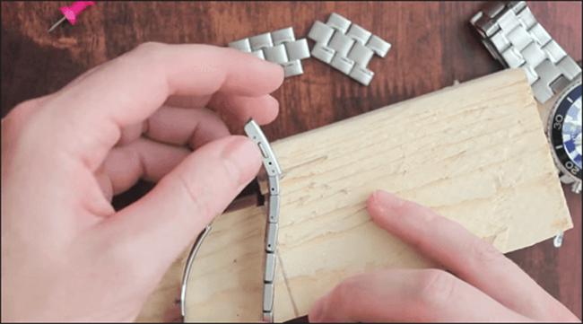 Cách tháo mắt xích dây đồng hồ