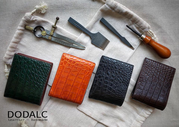 Sản phẩm ví da Handmade cap cấp đẹp chất liệu da cá sấu tự nhiên