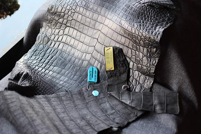 Chất liệu da cá sấu tự nhiên cao cấp